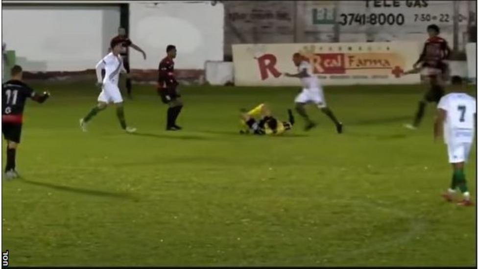 Waduh! Pemain Sepak Bola Ini Ditangkap Polisi Usai Tendang Wasit - BULIR.ID  - Kenyang Jiwa, Sehat Akal